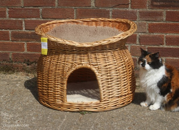 cat-pet-bed-basket-makeover-knitted-pillow-pompoms-sewing-project-tutorial-13