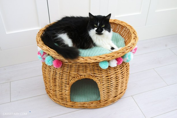cat-pet-bed-basket-makeover-knitted-pillow-pompoms-sewing-project-tutorial-9